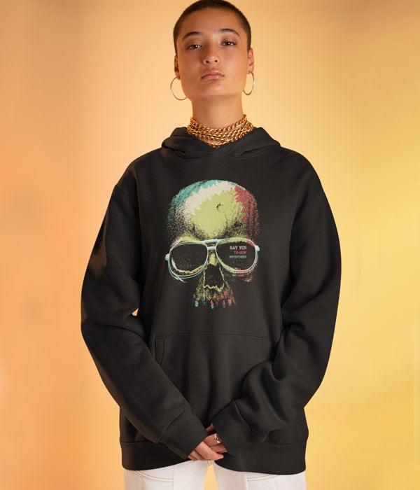 kapsonlu sweatshirt model kadin kurukafa